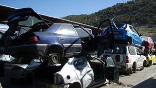 Tráfico amenaza con desguazar coches abandonados en talleres