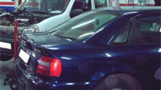 A los coches abandonados en el taller les queda un mes