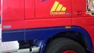 Nexa Autocolor y Dyscasa pintan un camión con los colores de La Roja