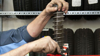 4 de cada 10 talleres montan neumáticos usados