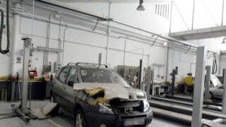Una tormenta hunde el techo de un concesionario en Cáceres