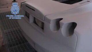 Dos talleres de Valencia convertían coches en falsos Ferrari
