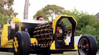 Fabrican con piezas de Lego un coche con motor de aire