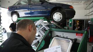 Más de la mitad de los conductores revisa su coche en talleres multimarca