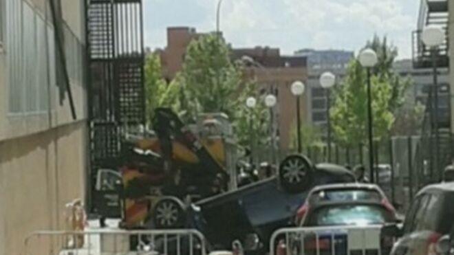 Cae al vacío con su coche por un fallo en los frenos