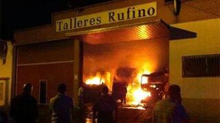 Un incendio calcina cinco camiones en un taller de Benavente (Zamora)