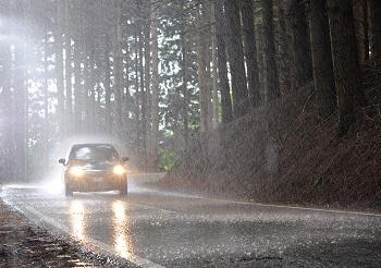 El 35% de los conductores circula con algún faro de su vehículo averiado