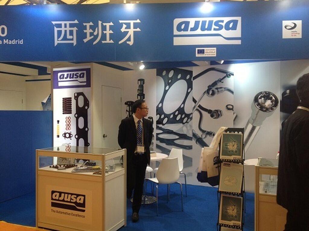 Ajusa muestra su portfolio en Shanghai.