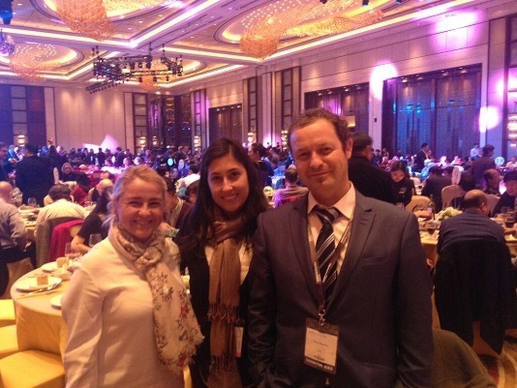 Con Cristina y Carlos Vaquerizo, de Aci Avesa, en la cena de expositores.