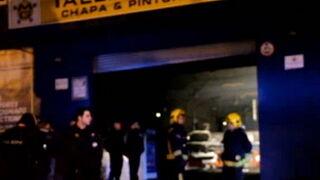 Un incendio en un taller calcina dos cabinas de pintura y cinco vehículos