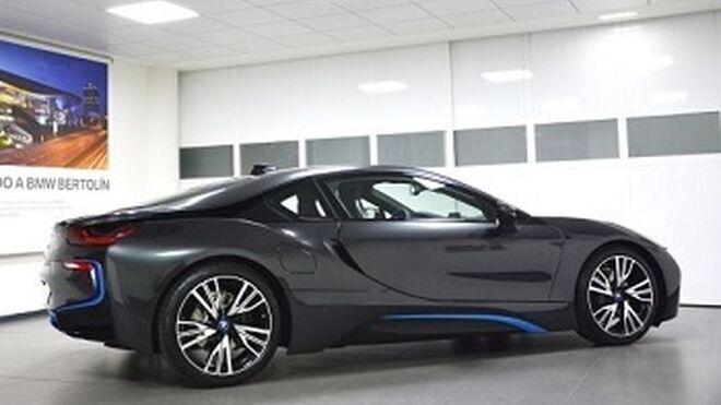 Bertolín entrega el primer BMW i8 con luz láser en España