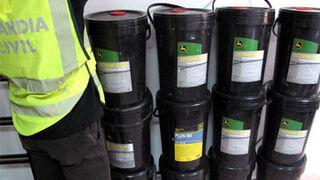 Dos detenidos por robar 108 bidones de aceite de un concesionario