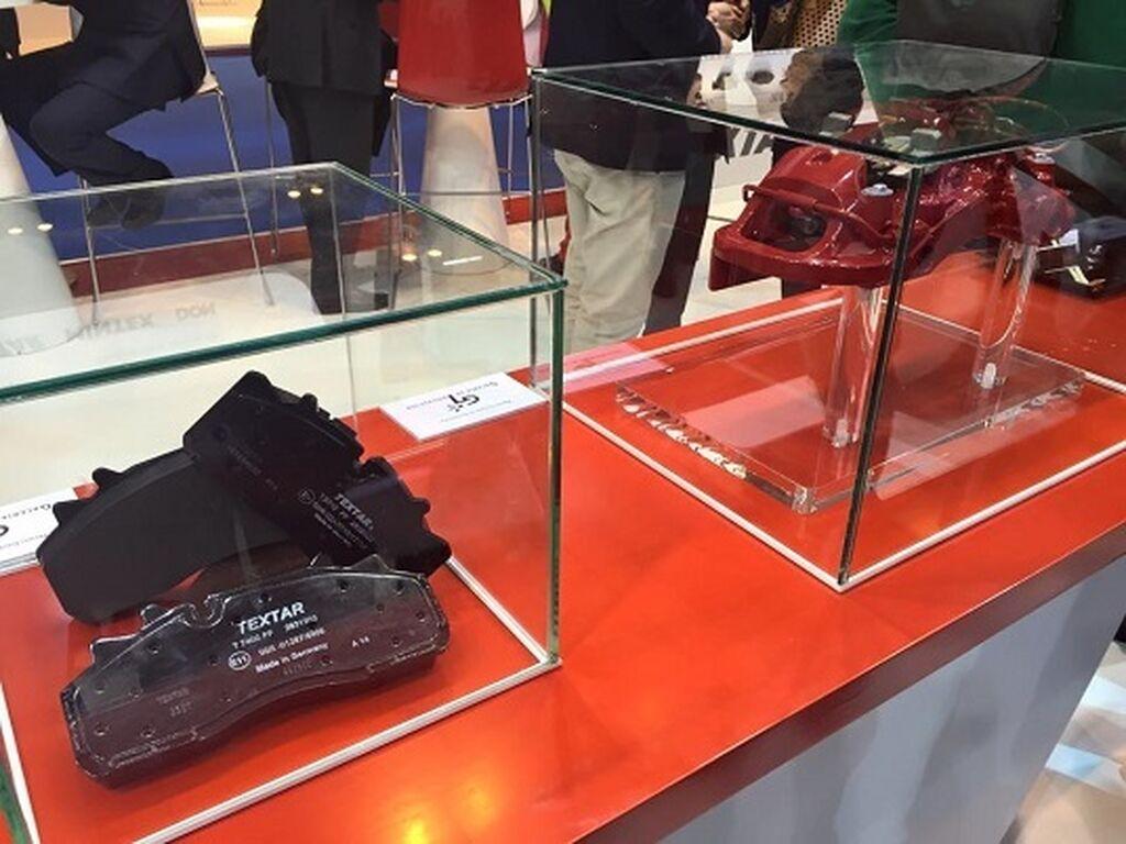 La pinza Extreme de Brembo y las pastillas Textar, premiadas en la Galería de Innovación de Motortec.