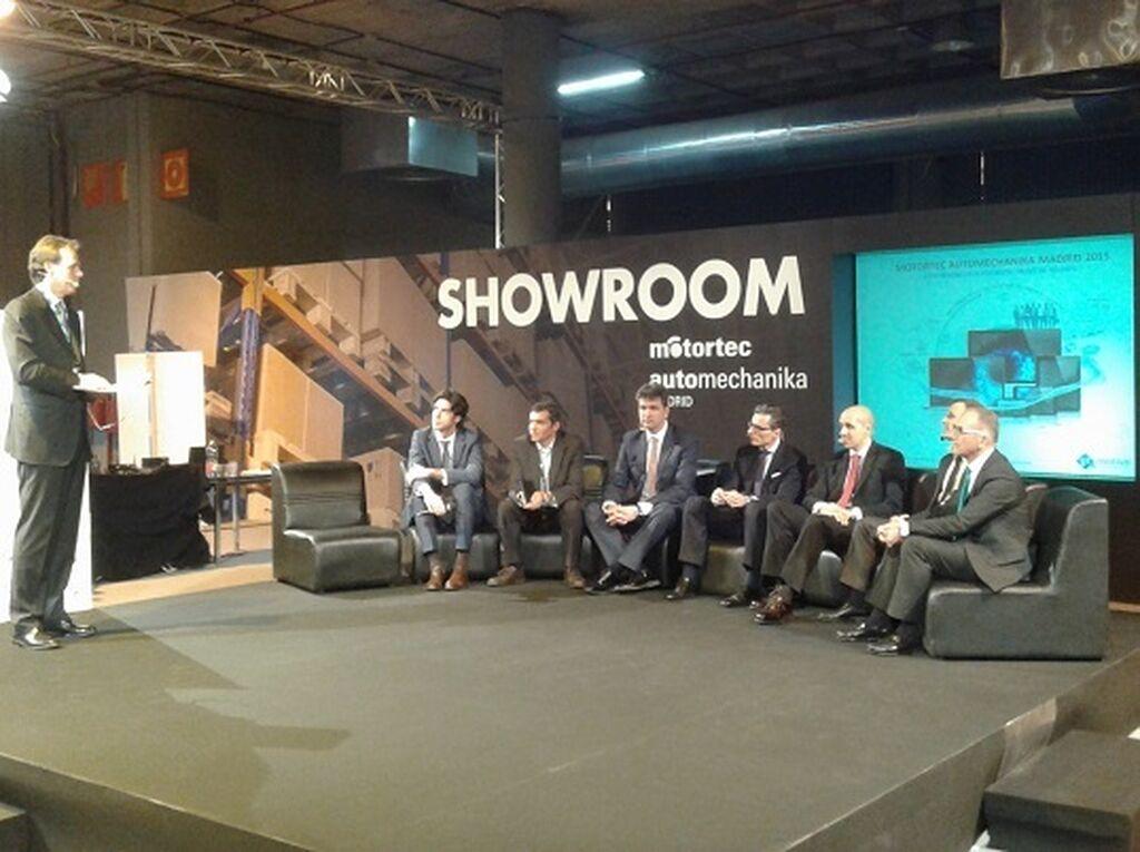 Mesa de debate sobre Redes de talleres, organizada por GT Motive en el Showroom de la feria