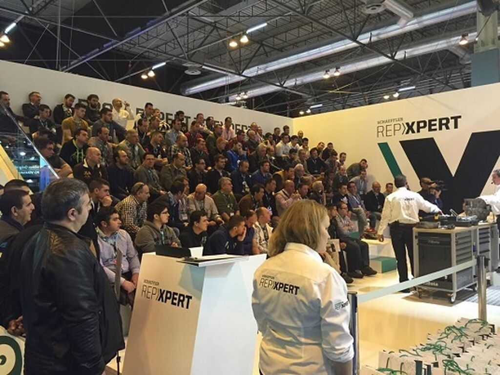 El stand de Schaeffler ofrecía jornadas técnicas que generaron gran interés entre los talleres.