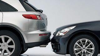 Uno de cada diez conductores admite aparcar 'de oído'