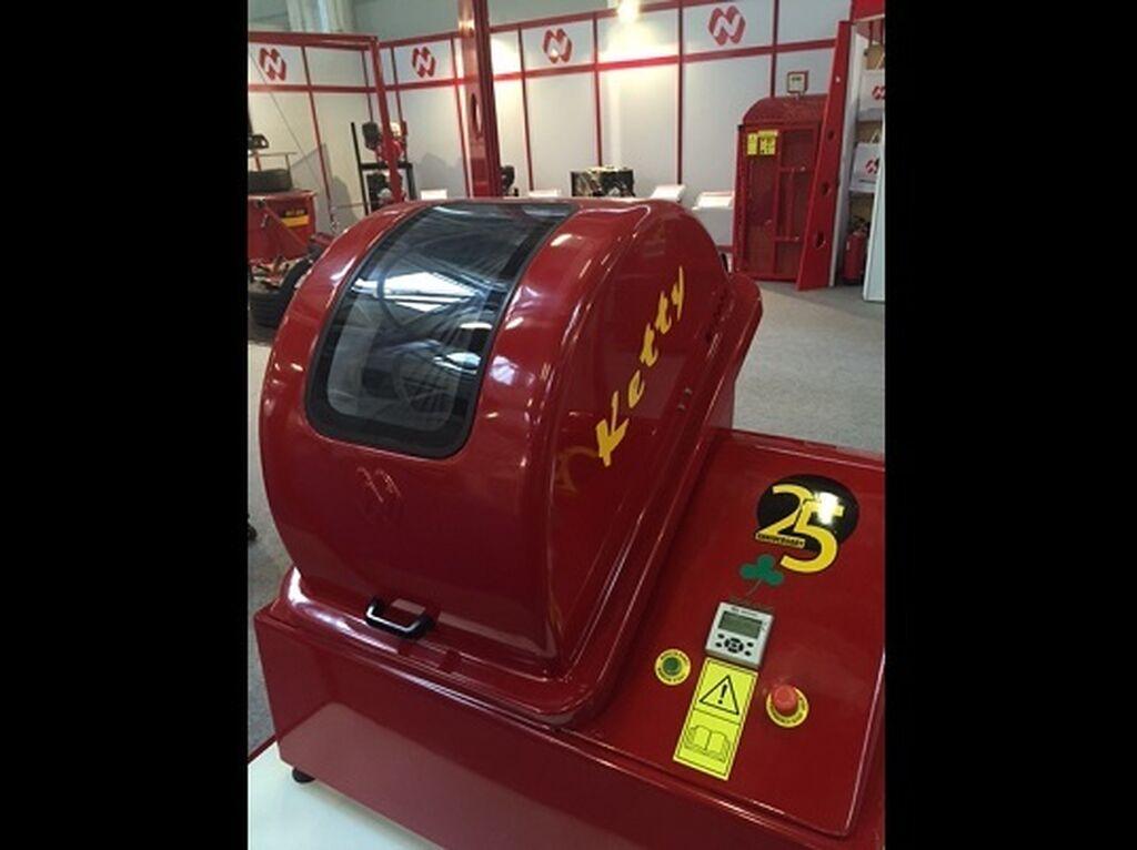 Stand de Ibasan. La lavadora de ruedas Ketty ha cumplido 25 años en el mercado.