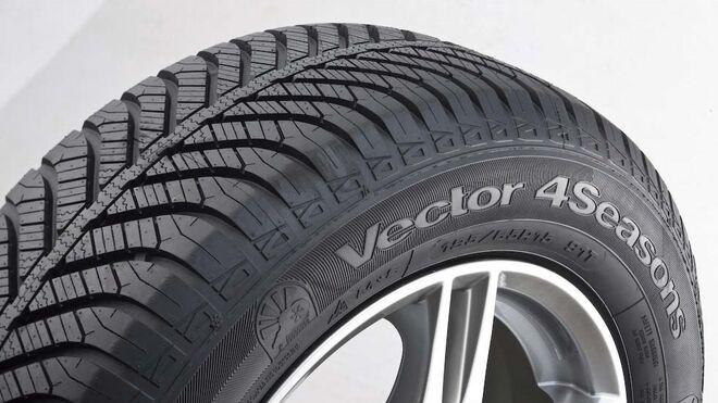 Dos neumáticos de Goodyear, primer equipo del Jeep Renegade