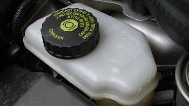 Siete de cada 10 coches circulan con el líquido de frenos en mal estado