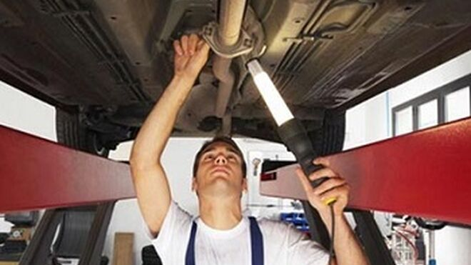 El taller mecánico repara de media 23 coches por semana