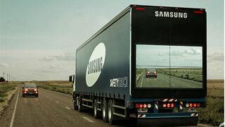 Samsung monta pantallas en camiones para ayudar a adelantar