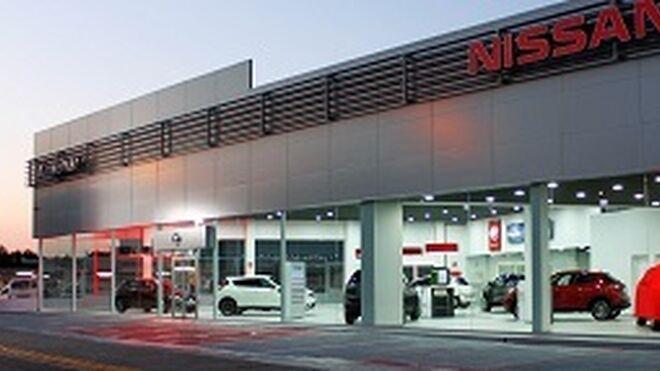 Almenar Automóviles inaugura su concesionario Nissan en Gandía