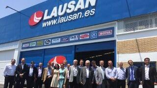 Lausan enseña su almacén de Sevilla a sus partners principales