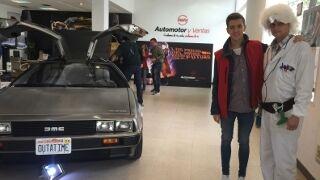El DeLorean de 'Regreso al Futuro' se exhibe en Automotor y Ventas