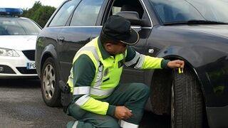 Campaña en Galicia para vigilar el estado de los neumáticos