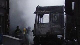 Siete camiones calcinados en un incendio de un taller en Burgos