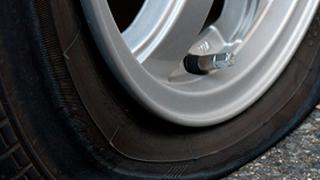 Descubren un compuesto por el que los neumáticos se autorreparan