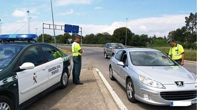Campaña de vigilancia de neumáticos, luces y matrícula en Navarra