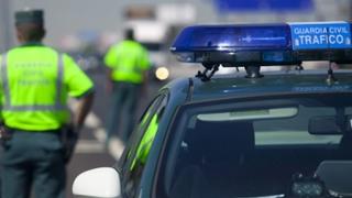 Buscan en talleres el coche que arrolló a un motorista en Ibiza