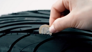 La DGT recomienda revisar cada año los neumáticos con más de cinco