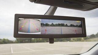 Desarrollan un retrovisor interior inteligente con pantalla integrada
