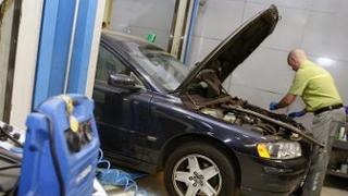 Sólo uno de cada cuatro coches de más de 10 años se repara en concesionario