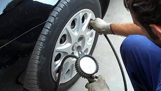 Los fabricantes critican que se altere la presión recomendada de los neumáticos