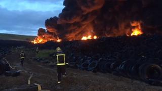 Un incendio devasta el cementerio de neumáticos de Seseña