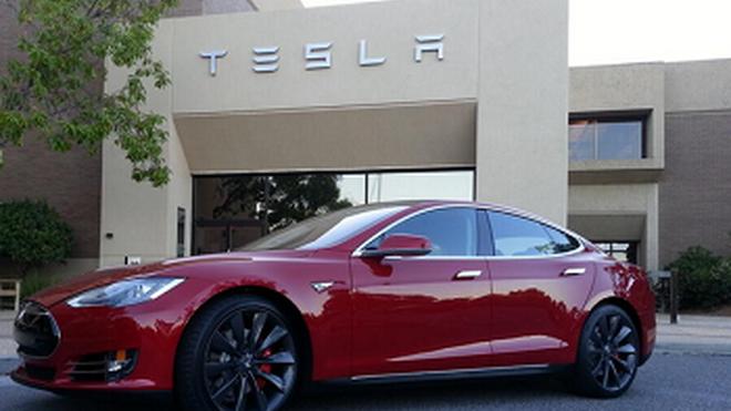 Tesla niega planes de fabricación de eléctricos en Valencia