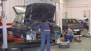 ¿Cuáles son los riesgos laborales derivados de la reparación de vehículos?