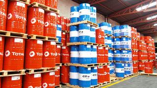 Cómo almacenar el aceite de motor en el taller