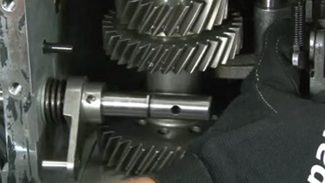 Desarmado y armado de la transmisión de un Hyundai H100