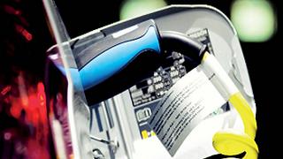Las ventas de eléctricos suben y los precios de las baterías bajan