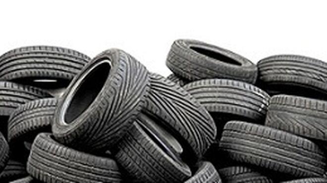 Una empresa, expedientada en Huelva por acopio de neumáticos