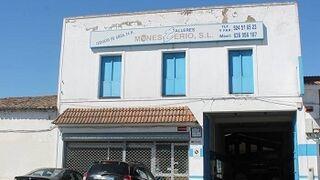 Asaltan un taller en Badajoz para robar un coche de su interior