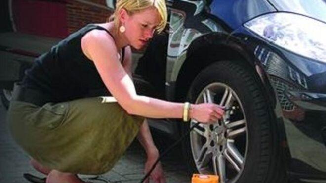 Casi 3 de cada 4 conductores viajará en vacaciones con neumáticos desinflados