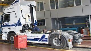 Un camión atropella a un trabajador en el interior de un taller