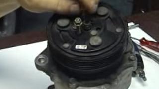 Cómo desarmar un compresor de aire acondicionado