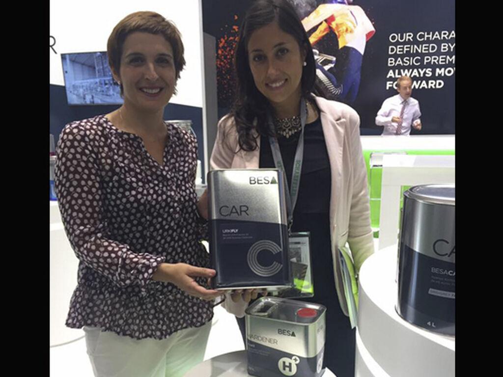 Amaia Mújica, directora de Marketing de BESA, con Mar Calderón, directora de InfoCap/InfoTallerTv.