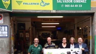Talleres DP entrega el scooter de su campaña 'Rasca y gana'